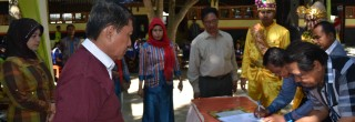 Dihadapan Bupati dan Yayasan FAPERTA – SMK GONG Teken MOU