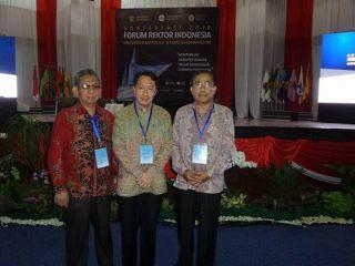 Rektor Ikut Koferensi FRI di Makassar